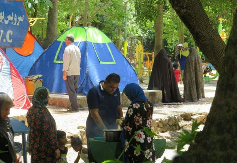جولان قلیان در آبشار یاسوج / با بیماران کروناییسهل انگار برخورد قانونی میشود / باغهای کهگیلویه و بویراحمد پر ازدحام از مسافران خوزستانی و بوشهری / سایه مرگ بر سر مردم
