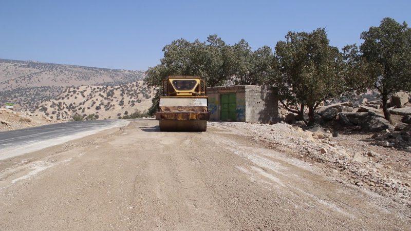 زیرسازی و آسفالت جاده روستای مورجن شهرستان لنده توسط بنیاد علوی+تصاویر